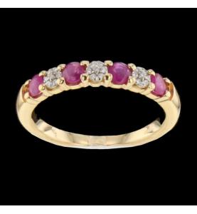 Yellow gold ring diamonds...