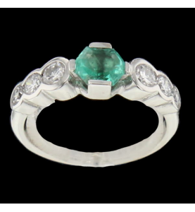 Emerald gold ring and diamonds