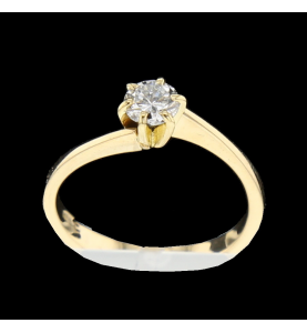 Solitaire ring Yellow gold