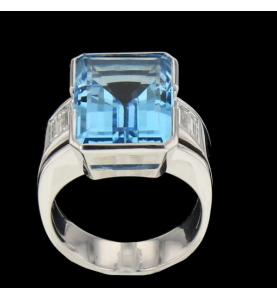 Topaz white gold ring