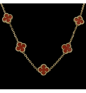 Necklace in yellow gold and coral