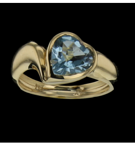 Ring in yellow gold heart...
