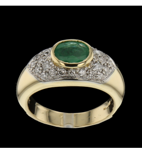 Ring in emerald yellow gold...