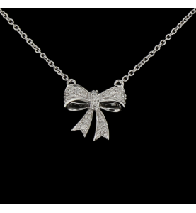 Necklace pendant knot in white gold