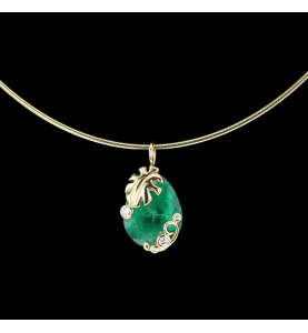 Emerald yellow gold necklace and diamonds
