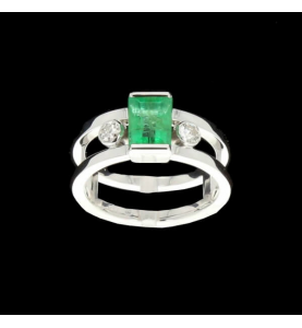 Ring emerald grey gold and diamonds