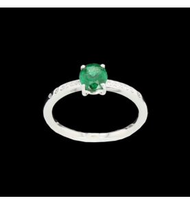 Ring white gold and emerald